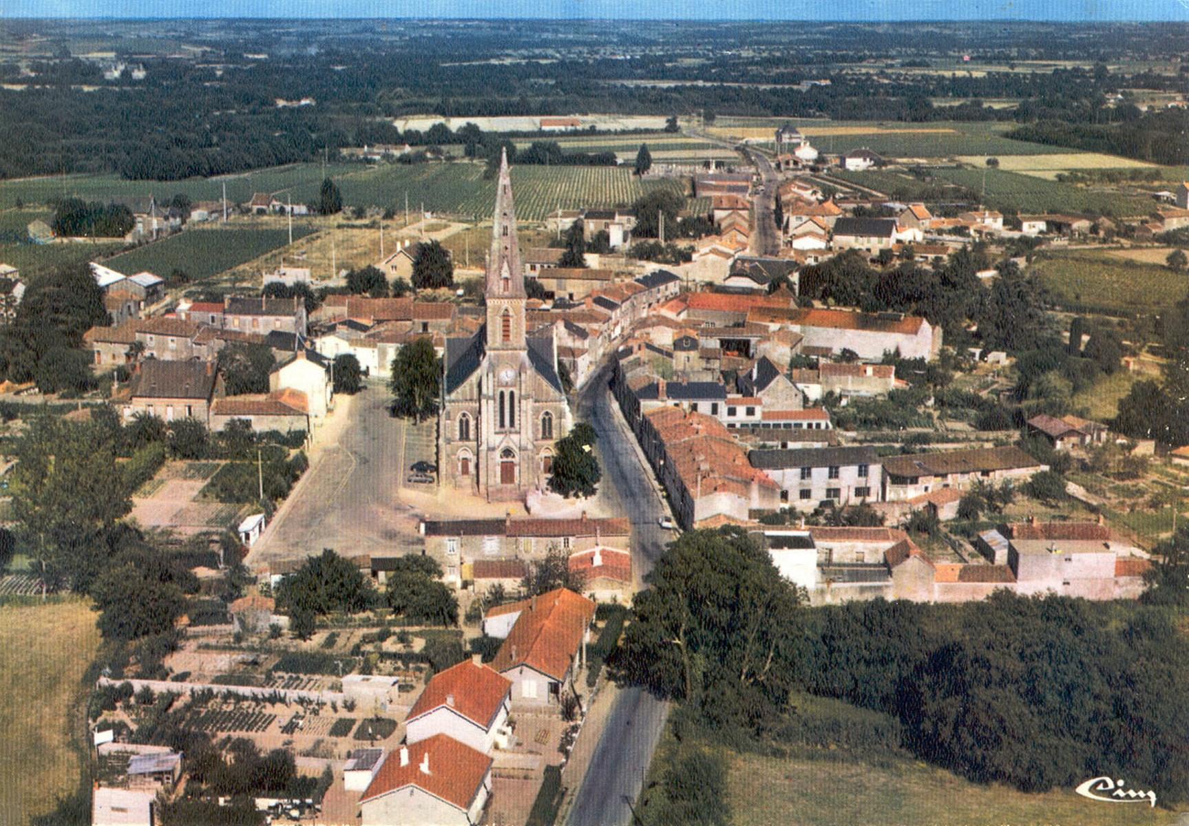 Vue aérienne du centre-bourg